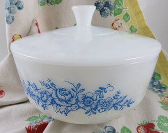 Federal 2 1/2 Qt Blue Roses Covered Casserole or Bowl