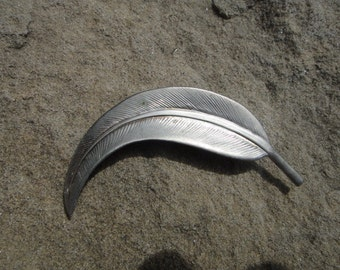 Stunning Beautiful Silver Color Silver Tone Leaf Vintage Brooch Pendant Pin