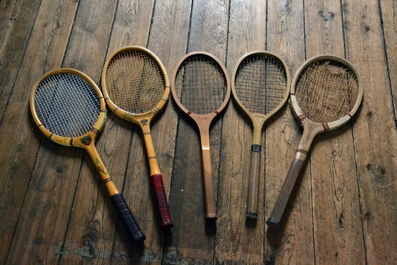 lot de 5 anciennes raquettes de tennis en bois. Black Bedroom Furniture Sets. Home Design Ideas