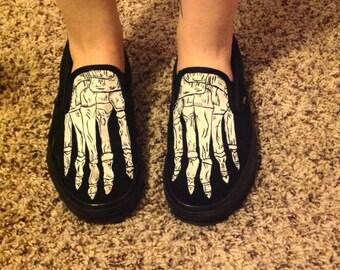 Skeleton feet Vans