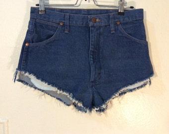 Vintage Wrangler distressed shorts, Sz.30, frayed hem, micro mini, high waist