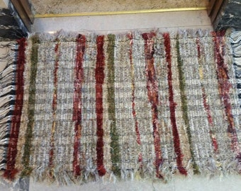 Tuscany decor.  Burgandy, green and gold with earth tone rag rug.  25 x 41 inches
