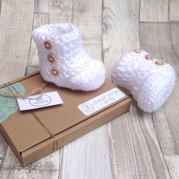 Unisex ugg boots, White baby boots, Unisex baby booties, Crocheted booties, Baby shower gift, Photo prop, New born baby, Newborn ugg booties