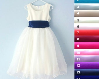 SALE - Ivory flower girl dress, Dress with a defect (white zipper)