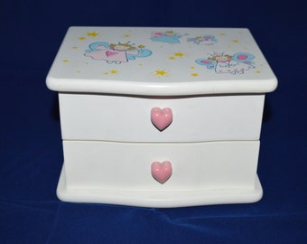 Children's Jewelry Box / angels / painted angels / Taiwan / Lord & Taylor / white / wood / pink / velvet / drawers / white jewelry box