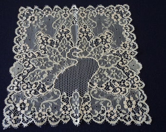 French vintage stunning Dentelle De Calais yellow lace handkerchief  (03307)