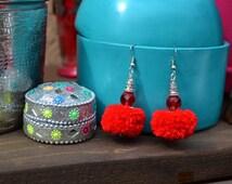 Boucles d'oreilles ethniques, bohème chic, pompon rouge