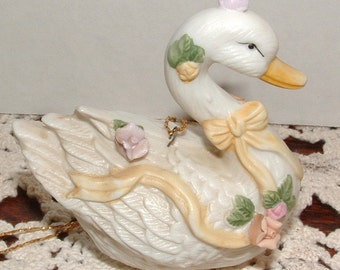 "ZERO SHIPPING! Vintage House of Lloyd  ""Victorian Swans"" - Very Shabby Chic"