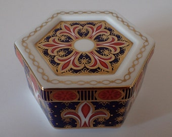 Royal Crown Derby Trinket/Keepsake Box A1297 Pattern – *Hairline Crack to Lid*