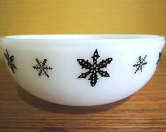 Vintage JAJ Pyrex snowflake Gaiety Small Round Bowl / Black / Snow Flake