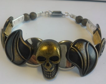 "Hand made bracelet man ""SKULL LEGEND"", a unique piece."
