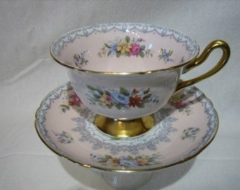 SHELLEY CROCHET TEACUP and Saucer - Pastel Pink / Floral Sprays, Pattern 13371/S9   c.1940