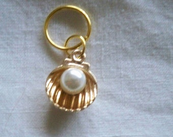 5 stitch markers with pearl oysters