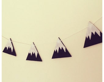 Woodland Style, Black & White, Snowy Mountain Garland