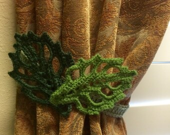 Crochet Curtain Tieback - dark/mild green leafs