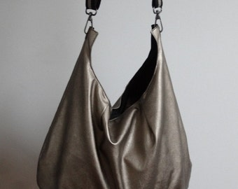 Bag leather gold with its small matching pouch