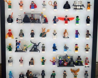 large play n display board with 48 minifigs and 3D scene features