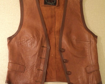 """100% leather women's vest English brand """"Wallake Sacks"""" and buttons. The size of a small woman."""