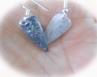 Earrings in false nails 2 colors