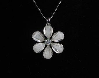 Beautiful 6 Petal Flower Necklace on a Silver Chain