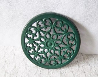 Vintage cast iron trivet, green enamel trivet –French vintage, French décor – Dessous de plat vert en fonte émaillée