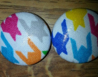 Multi color Houndstooth Earrings, trendy earrings,gift, fabric covered earrings, button earrings, fabric studs