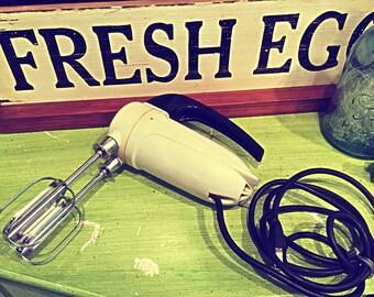 Sunbeam Mixmaster Junior Electric Hand Mixer 50's White Works Great!