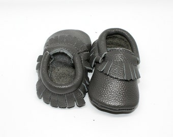FREE SHIPPING! Grey Baby Moccasins // Grey Toddler Moccasins // Baby Boy Moccasin // Baby Mocassin // Neutral Baby Shoe