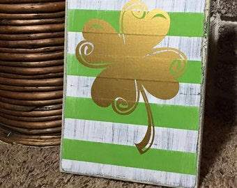 Striped shamrock sign