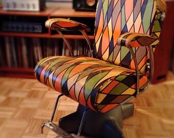 Retro Funky Stylist Salon Barber Chair