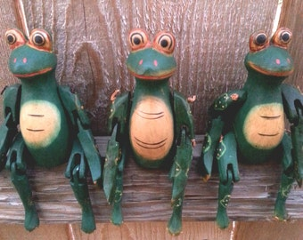 Frog/ Wood Carving/ Wooden Puppet/ Green/ Animal/ Art/ Handmade/ Hand Painted/ Handicraft/ Unique Gift/ Frog Art