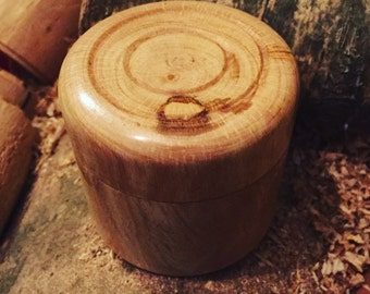 Small Oak lidded box, approx 2.5 x 2.5 inches