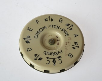PyRaMiD CHRoMaTiC PiTCH PiPe Key C to C 1960's ~ West Germany - 13 keys