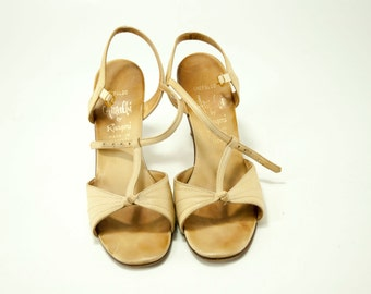Amalbi by Rangoni ~ Tan T-Straps Knot with Stitching Detail Crepaldo Sandals ~ Size 7 N