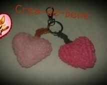 Coeur monté sur porte-clé, amigurumi/loomigurumi uniquement avec des élastiques Rainbow Loom