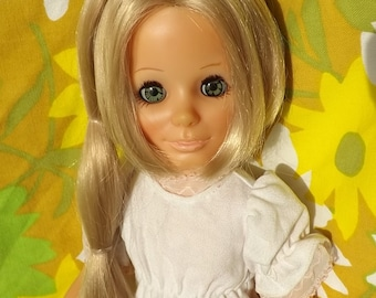 PRETTY Vintage 1970 Honey Blonde Groovy Mod Ideal KERRY Grow Growing Hair Girl Doll w Dress & Daisy Clothes Crissy Chrissy Family