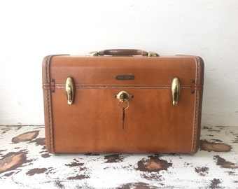 vintage brown leather train makeup case 1940s