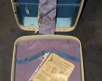 Vintage 1950 Rev Robe Suitcase, Mottled Cream colour , has 5 coat hangers attached,Vintage Luggage, Retro, shabby chic