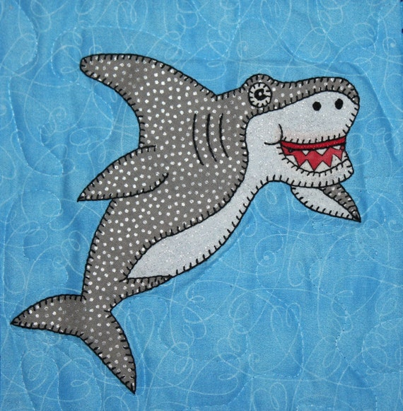 Great white shark PDF applique pattern; smiling shark quilt ... : shark quilt - Adamdwight.com