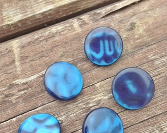 French buttons, blue buttons, round buttons, buttons, sewing sundries,  bleu boutons, beau,pretty buttons, shank style buttons, 2 cm buttons