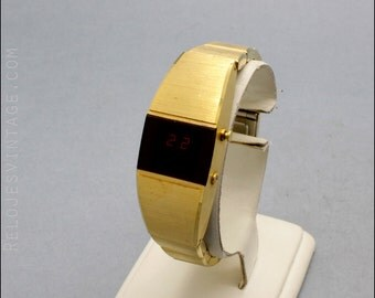 New old stock Ladies LED pre LCD watch , NOS unused, 70s, electronical vintage golden