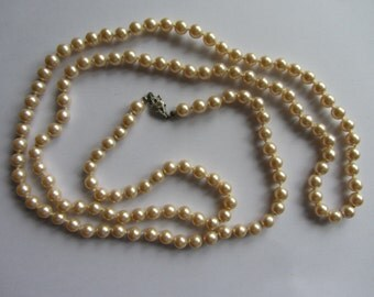Extra long vintage faux pearl necklace, round beads.  1950s retro, 48  inch. Wedding. Cream with a hint of pink. Knots between each bead.