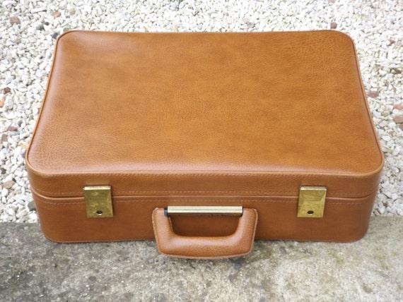 petite valise ancienne en simili cuir valise made in france. Black Bedroom Furniture Sets. Home Design Ideas