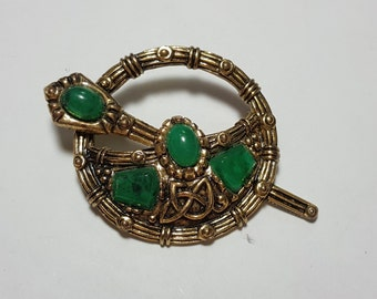 SOLOOR Signed Gold Tone Pin Brooch green stones