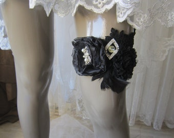 Black lace roze garter, gothic garter, wedding garter, bridal garter