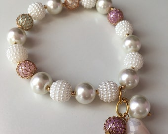 Pearl and pastel colors beaded bracelet