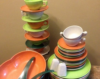 50 piece set of vintage Color Flyte Melmac by Branchell includes 5 piece service for 8