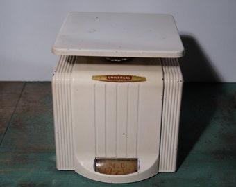 Vintage Universal Kitchen Scale