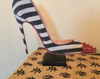 High heel shoe centerpiece party favor