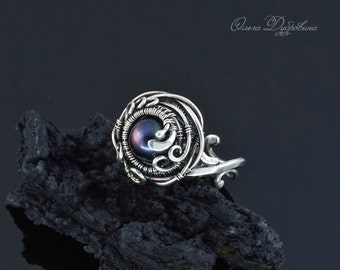 Ring of silver with black pearl